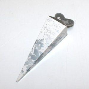 Konfetti cone med hvide hjerter - 14 cm - Sølvfarvet